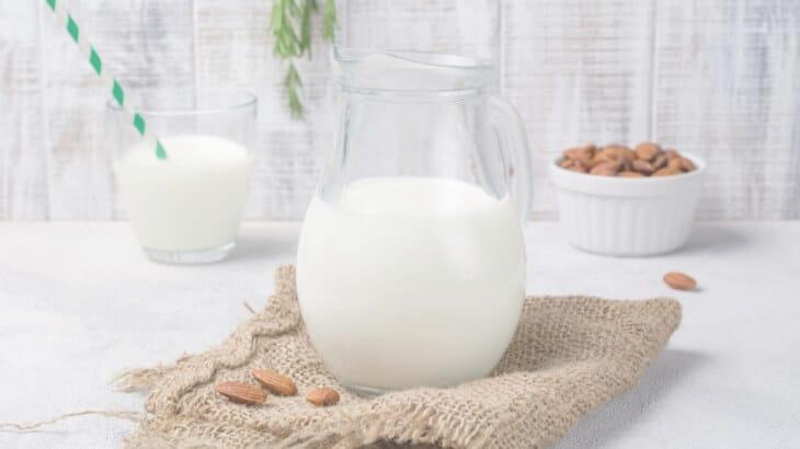 Healthy drinks for pregnancy - almond milk